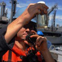 Se podría convertir agua de mar en combustible para aviones de combate