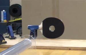 pelota de ping pong a la velocidad del sonido