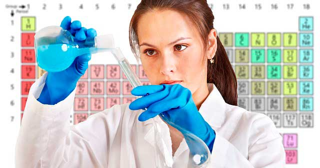 Mujer-en-laboratorio-de-quimica