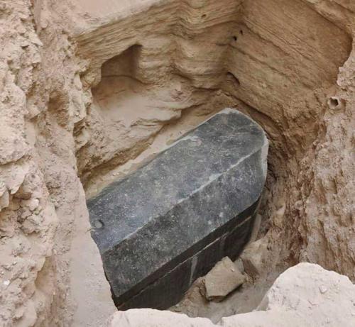 sarcofago egipcio negro